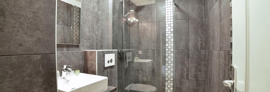 Découvrez toutes les étapes essentielles de l'installation d'un pare-douche. Découvrez également les divers avantages que vous pouvez en tirer.