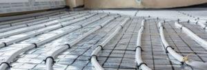 Tuyau d'eau sous plancher